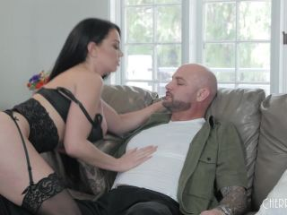 Brooke Beretta - Voluptuous Babe Brooke Gets Her Tits Covered-4