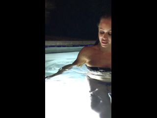 [Xnicoleanistonx] Jacuzzi last night nothing crazy but we are definitely baked as hell had some time tmp4 - 19-07-2017-1