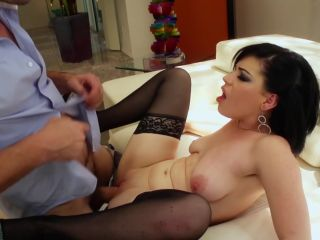 Young and Glamorous #5, Scene 5 - Belle Noire-4
